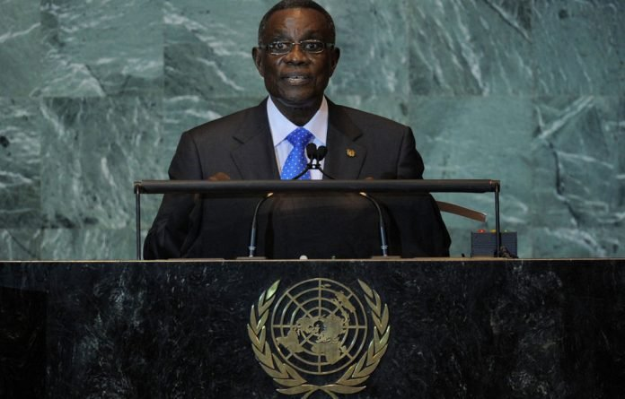 Ghana has sworn in deceased President John Atta Mills's vice-president shortly after his death.