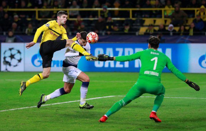 Borussia Dortmund's Roman Burki and Christian Pulisic in action with Tottenham's Erik Lamela.