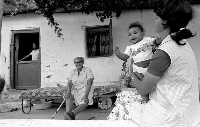 Village life in 1987: Three generations of a Wupperthal family. Photo: Ismail Lagardien