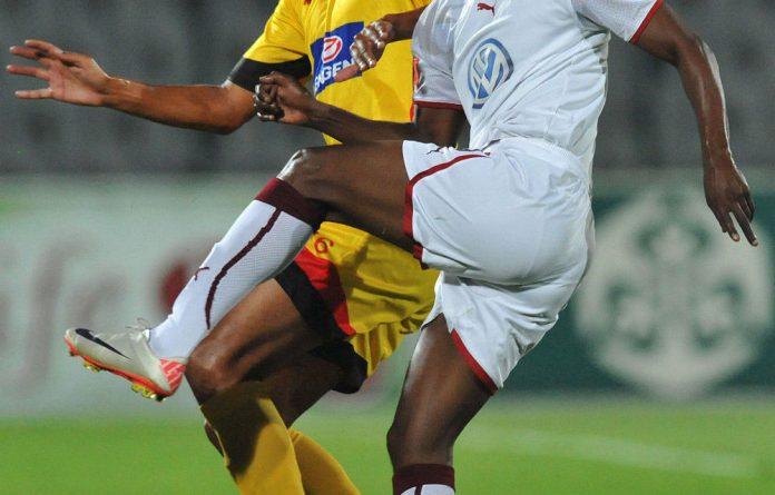 Siyabonga Nomvethe of Swallows and Wayne Arendse of Santos.