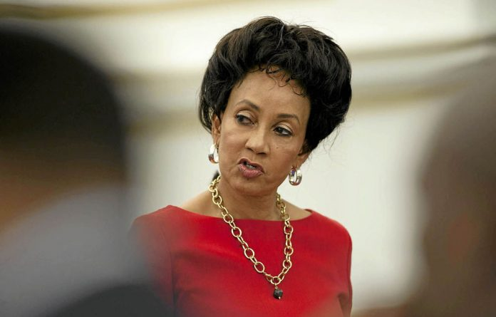 Sisulu denies that she is holding a gun to the public sector's head.