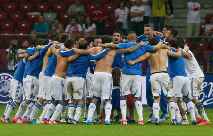 Greek players celebrate their 1-0 win over Russia in Warsaw