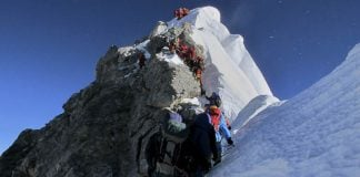 Three more mountain guides are still missing following a deadly avalanche on Mount Everest.