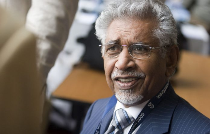 Presidential spokesperson Mac Maharaj will retire at the end of April.