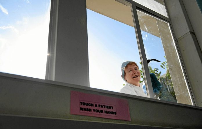 Helen Zille and members of her cabinet recently cleaned the Red Cross Children's Hospital in Cape Town.