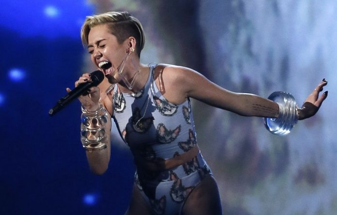 Miley Cyrus ended the show in twitter-storming style