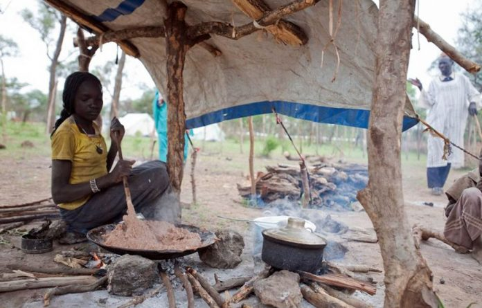 A refugee from Blue Nile cooks for her family in Yusuf Batil