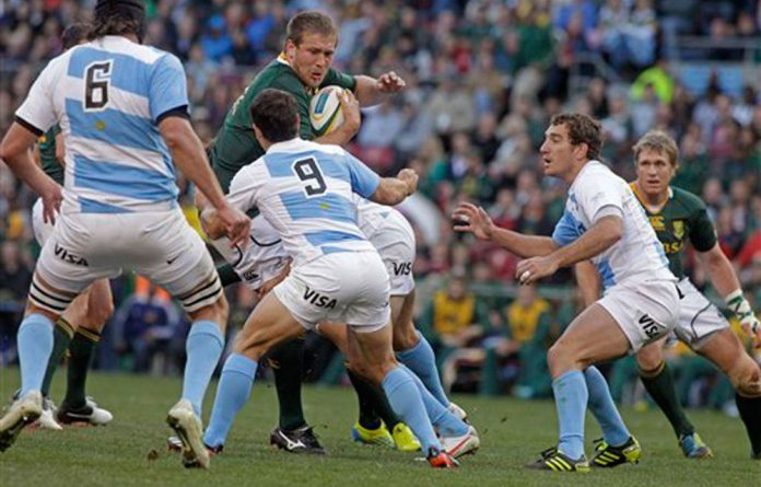 South African Frans Steyn fights for the ball with Argentina's Nicolas Vergallo