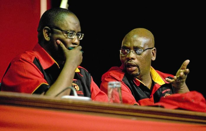 Zwelinzima Vavi said the organisation had decided to give president Sdumo Dlamini the opportunity to address the NUM.