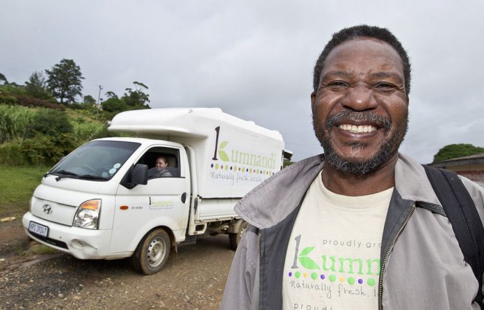 Siyavuna employs trainers and mentors who provide ongoing support to farmers.