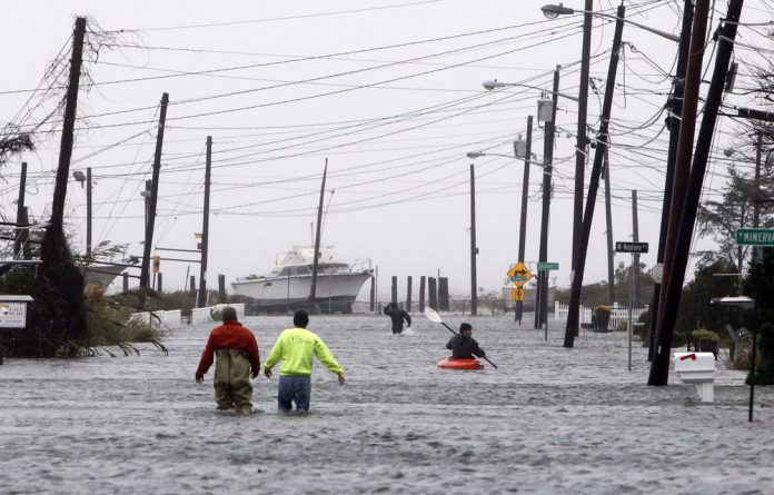 The death toll from Sandy has risen to 30 in the mainland US and Canada