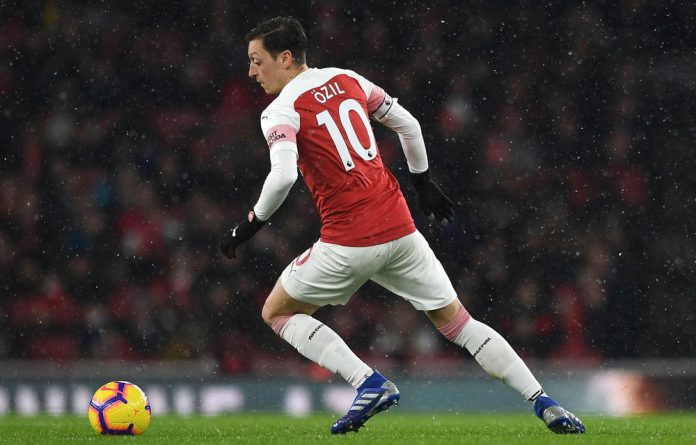 Arsenal manager Unai Emery has called for Mesut Özil