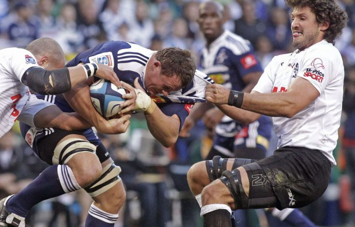 Stormers Deon Fourie fights for the ball against Sharks Ryn Kankowski.
