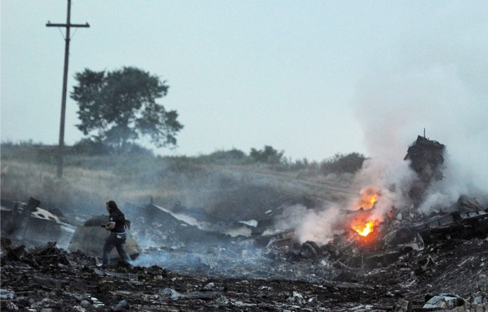 An Air India plane flying less than 25 kilometres from Malaysia Airlines flight MH17 when it was downed had tried to make contact with the pilots