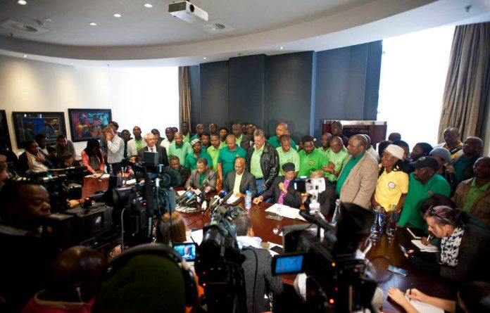 Lonmin and Amcu members sign agreements to end the five-month strike.