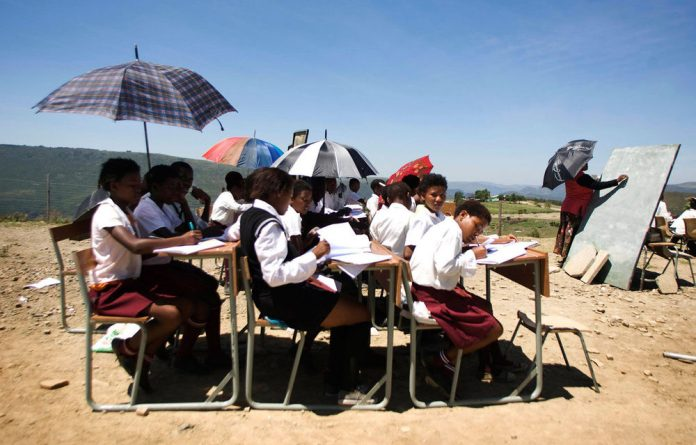 A SA Institute of Race Relations survey has shown that 24 451 state schools lack water facilities.