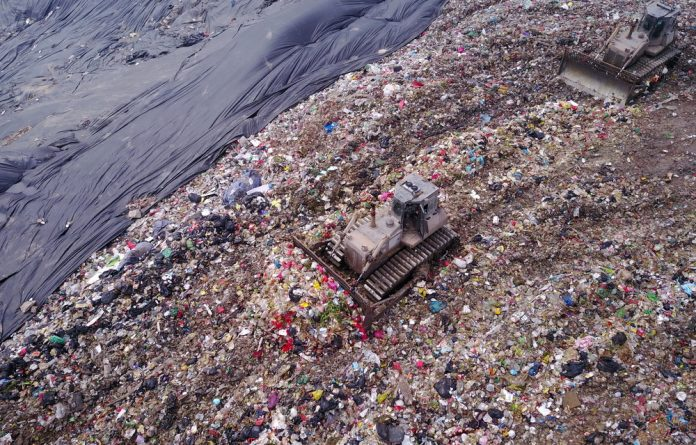 China produced just 30 million tonnes of trash in 1980
