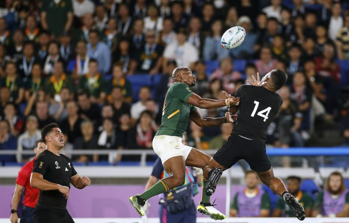 Fighting for possession: Makazole Mapimpi takes on Sevu Reece during the Boks' World Cup match vs New Zealand.