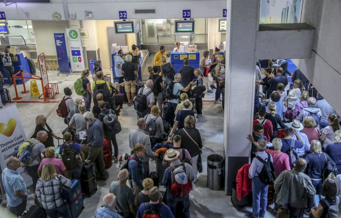 The news leaves some 600 000 tourists stranded worldwide according to Thomas Cook.