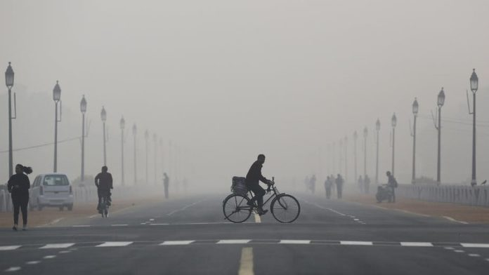 Millions in Indian capital endure 'eye-burning' smog