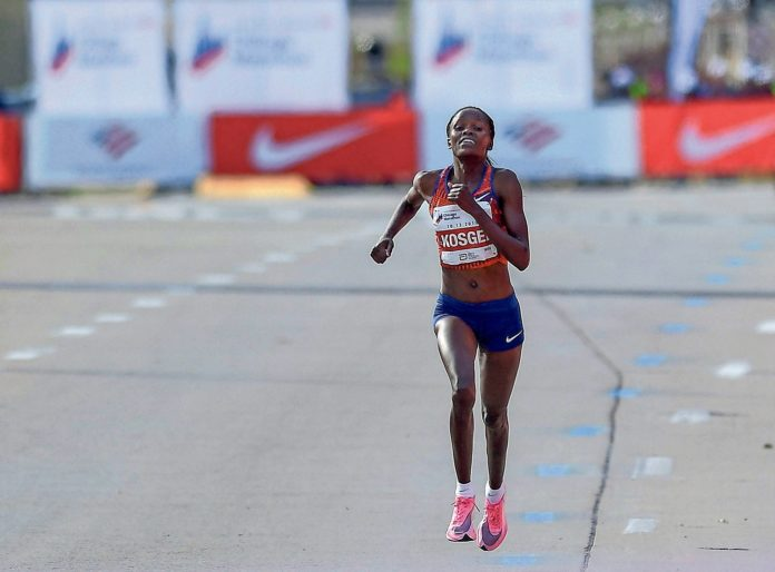 Kosgei approaching finish line in Chicago